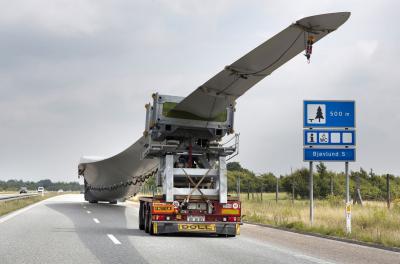 In pictures: Siemens shifts 75 metre turbine blade