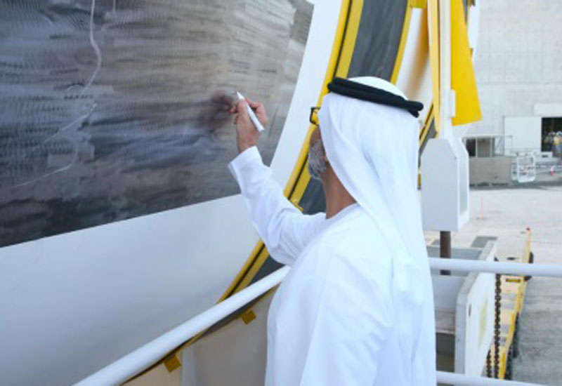 Sheikh Hamdan Bin Zayed signs the reactor vessel