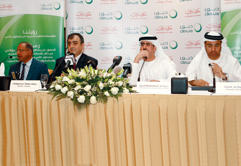 The announcement of the successful refinancing, worth US $2.2 billion, drew a number of DEWA executives and bank representatives.