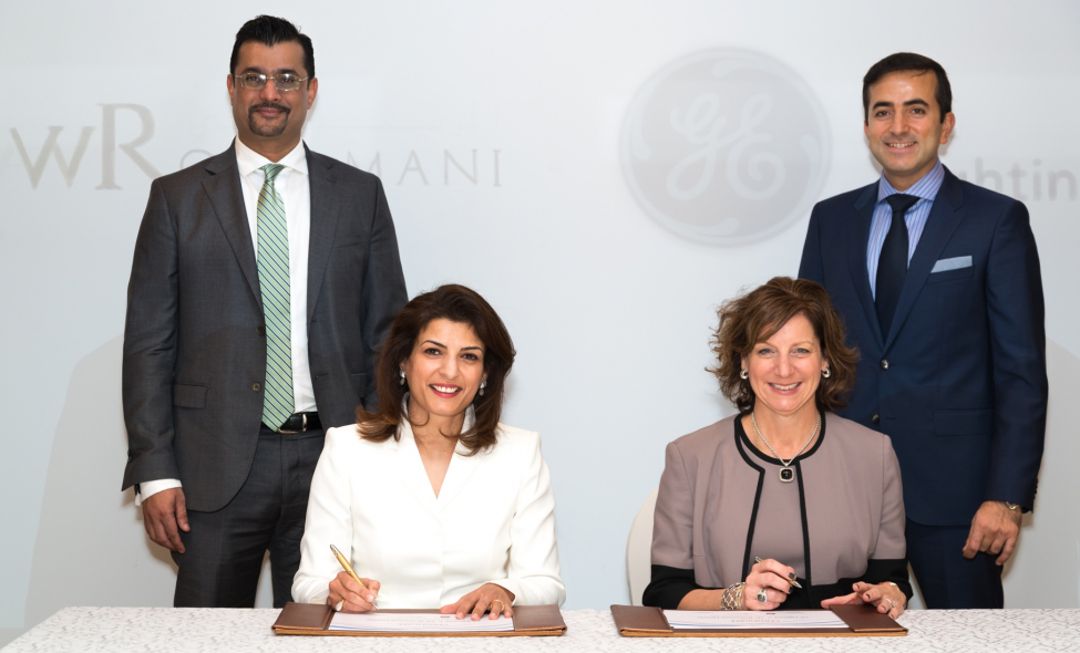 Front (L-R) Huda Al Rostamani, Director AW Rostamani Group; and Maryrose Sylvester, President & CEO Current, powered by GE, sign partnership agreement. In the background: Umar Kahn, General Manager of Rostamani Lumina; and Erdem Soyal, General Manager GE Lighting, MEAT