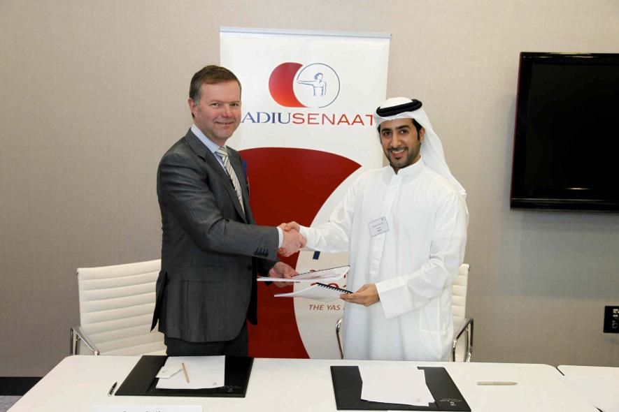 Radius Systems CEO Stuart Godfrey and Senaat Partner Khalifa Al Suwaidi shake hands on the JV agreement in Abu Dhabi.