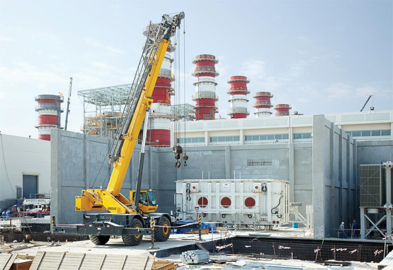ABB engineers working on-site at the Ras Laffan power project in Qatar.