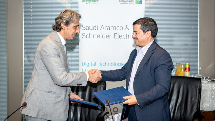 Najib A. Al-Naim (left) and Ahmad A. Al Ghamdi(right), after signing a memorandum of understanding to pursue a variety of Fourth Industrial Revolution solutions under the Digital Transformation Program led by Saudi Aramco's Technical Services