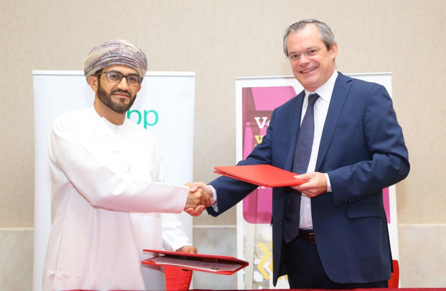 Aflah Al Hadhrami, BP's Regional Director for PSCM (left) and Erwan Rouxel, CEO of Veolia Oman sign five-year contract for a reverse osmosis raw water treatment plant in Oman's Khazzan tight gas field.
