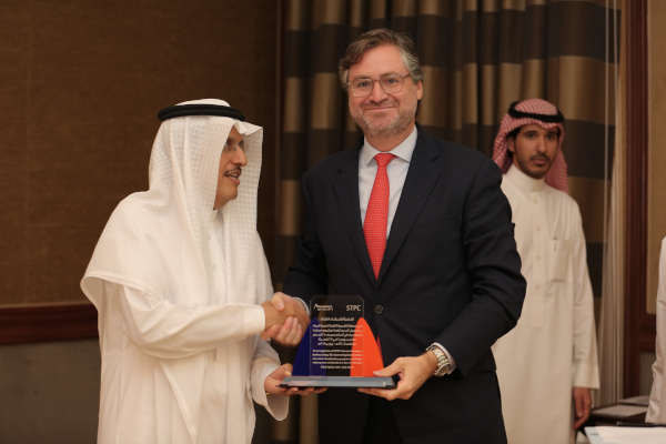 Joaquín Fernández de Piérola, CEO of Abengoa, together with the chairman of ACWA Power, Mohammad A. Abunayyan