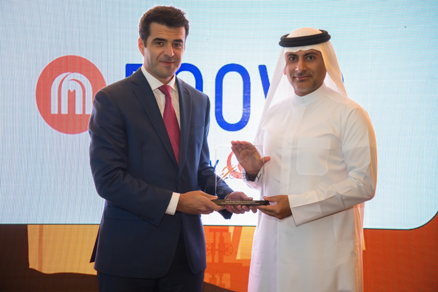 Khaled Al Huraimel, Group CEO of Bee'ah receives the Clean Energy Award at the Middle East Energy Awards